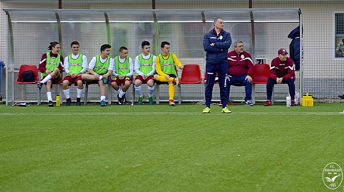 parabiago-calcio-under-16-panchina